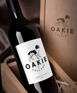 Ilustrație modernă realizată de petiteplume pentru Oakie Cellars