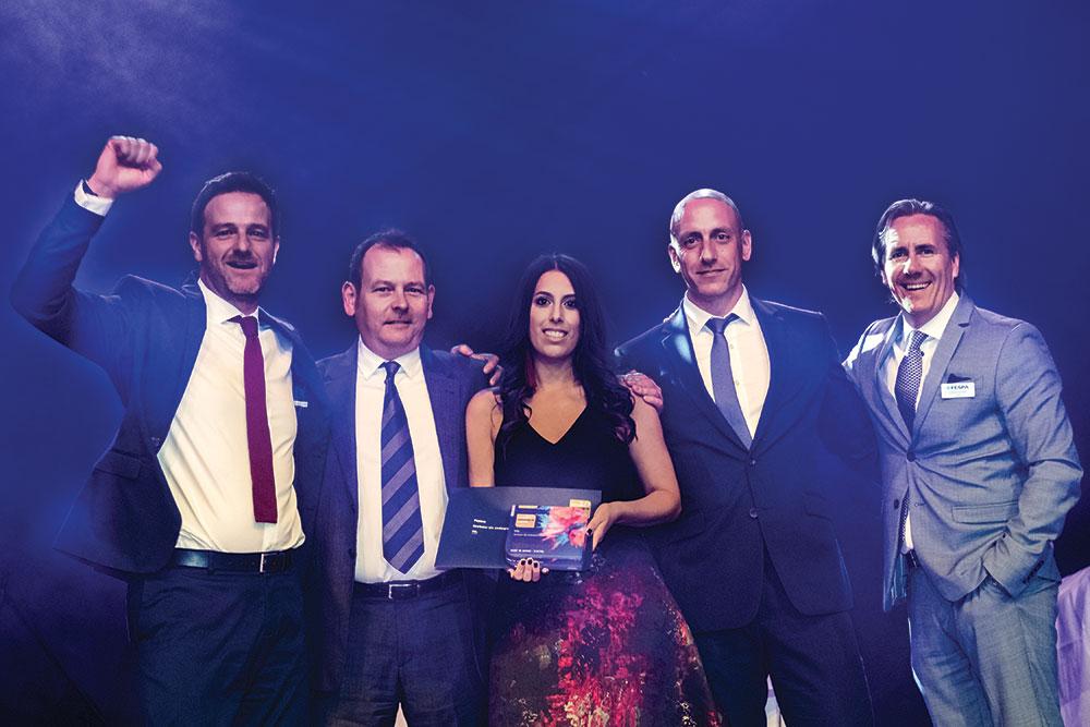 Reprezentanții companiei VGL din Anglia, câștigători ai premiului Best in Show