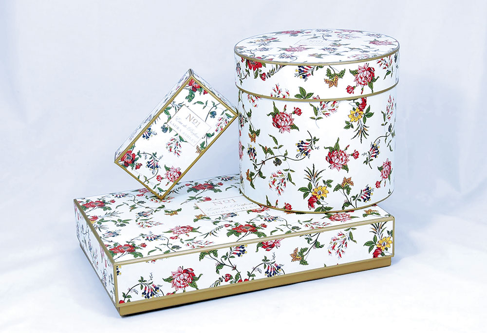 Model floral creat de Oyster Retail Packaging pentru Laura Ashley