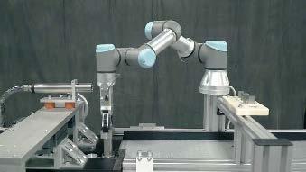 Braț robotizat de la Universal Robots, integrat într-un sistem de printare și transport
