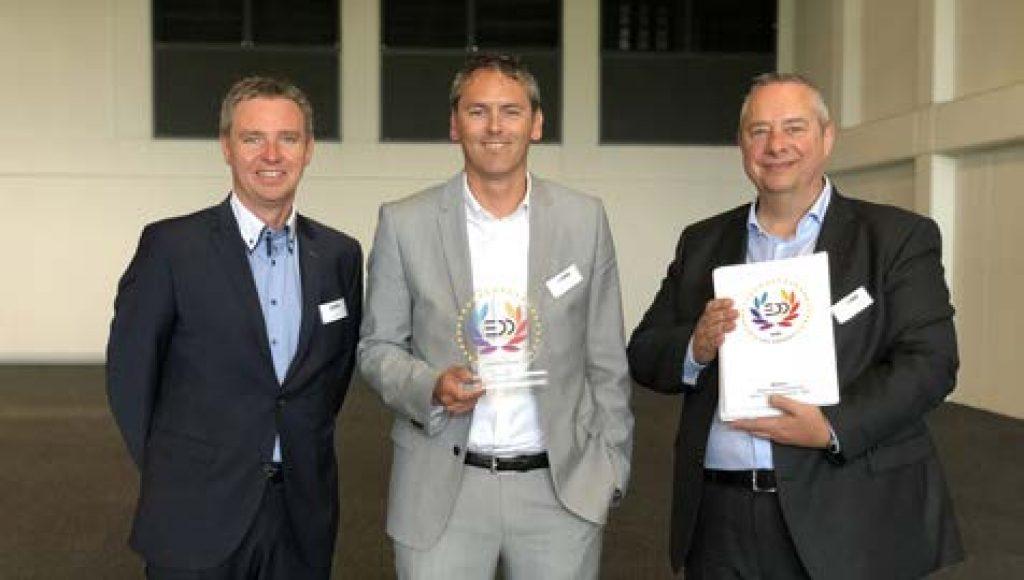 De la stânga la dreapta: Lars Bendixen ( Manager, Departamentul Grafică, Zünd), Oliver Zünd ( CEO) și Stefan Lang ( Manager, Departamentul Vânzări & Marketing)