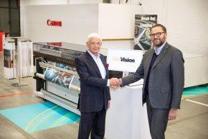 Hussein Khalil, directorul executiv al OneVision Software și Michele Tuscano, vicepreședintele departamentului responsabil cu tehnologiile de print în format mare din cadrul Canon EMEA
